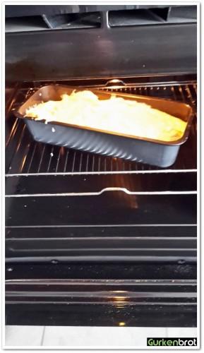 Zitronenkuchen_Kuchen-in-Ofen-576x1024